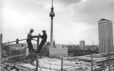 Bundesarchiv_Bild_183-H0813-0026-001-_Berlin-_Fernsehturm-_Bau-edit1