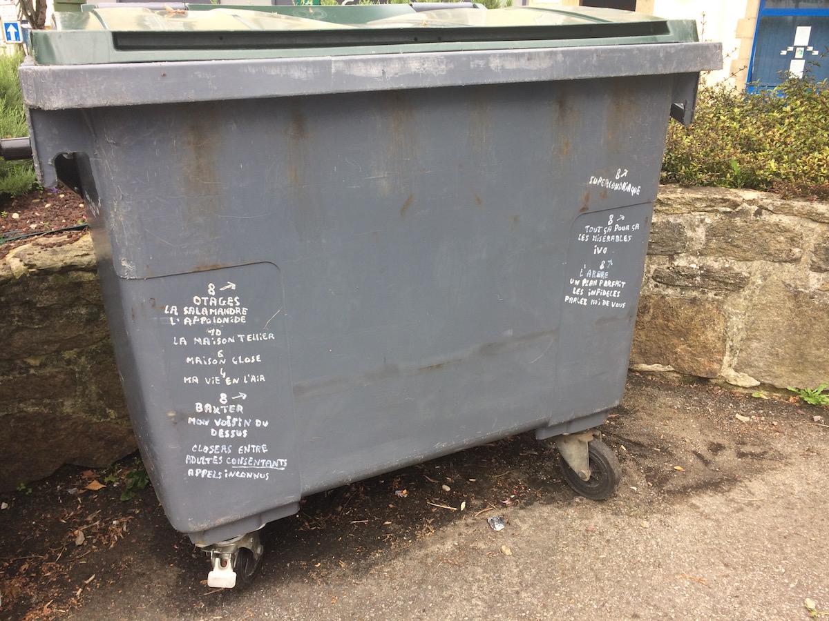 Graffitied bin in Douarnenez