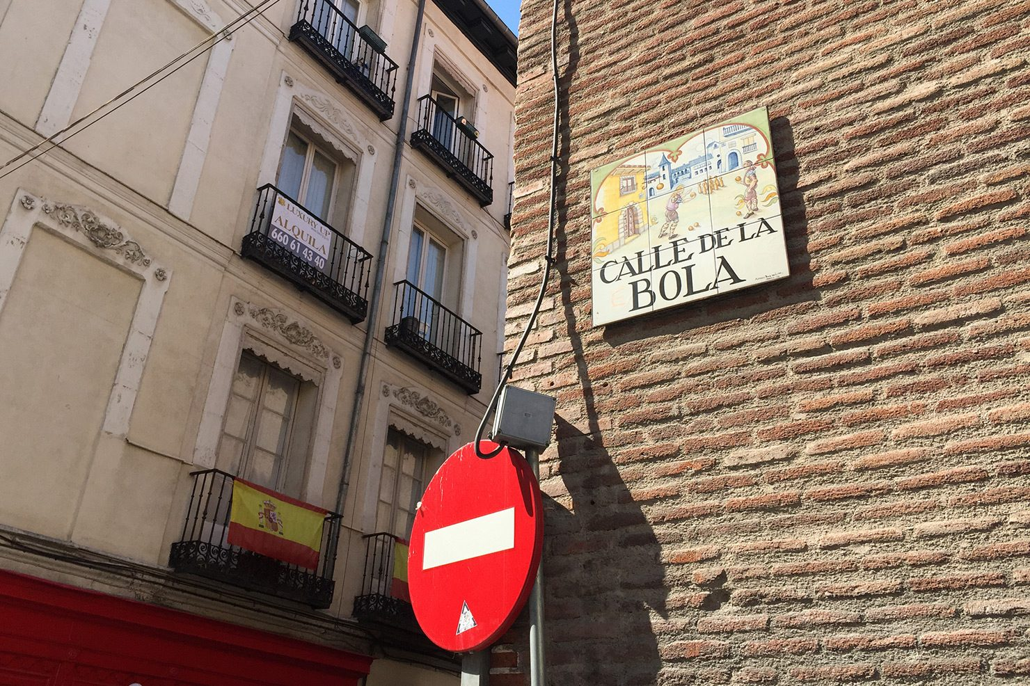 Tiled street sign in central Madrid, showing Calle de la Bola.